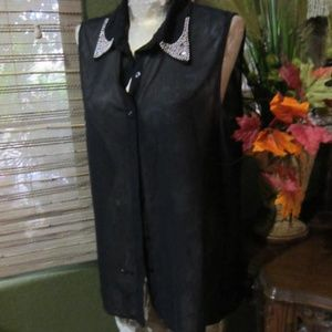 SPEED LIMIT!>BLACK SHEER BUTTON DOWN TOP